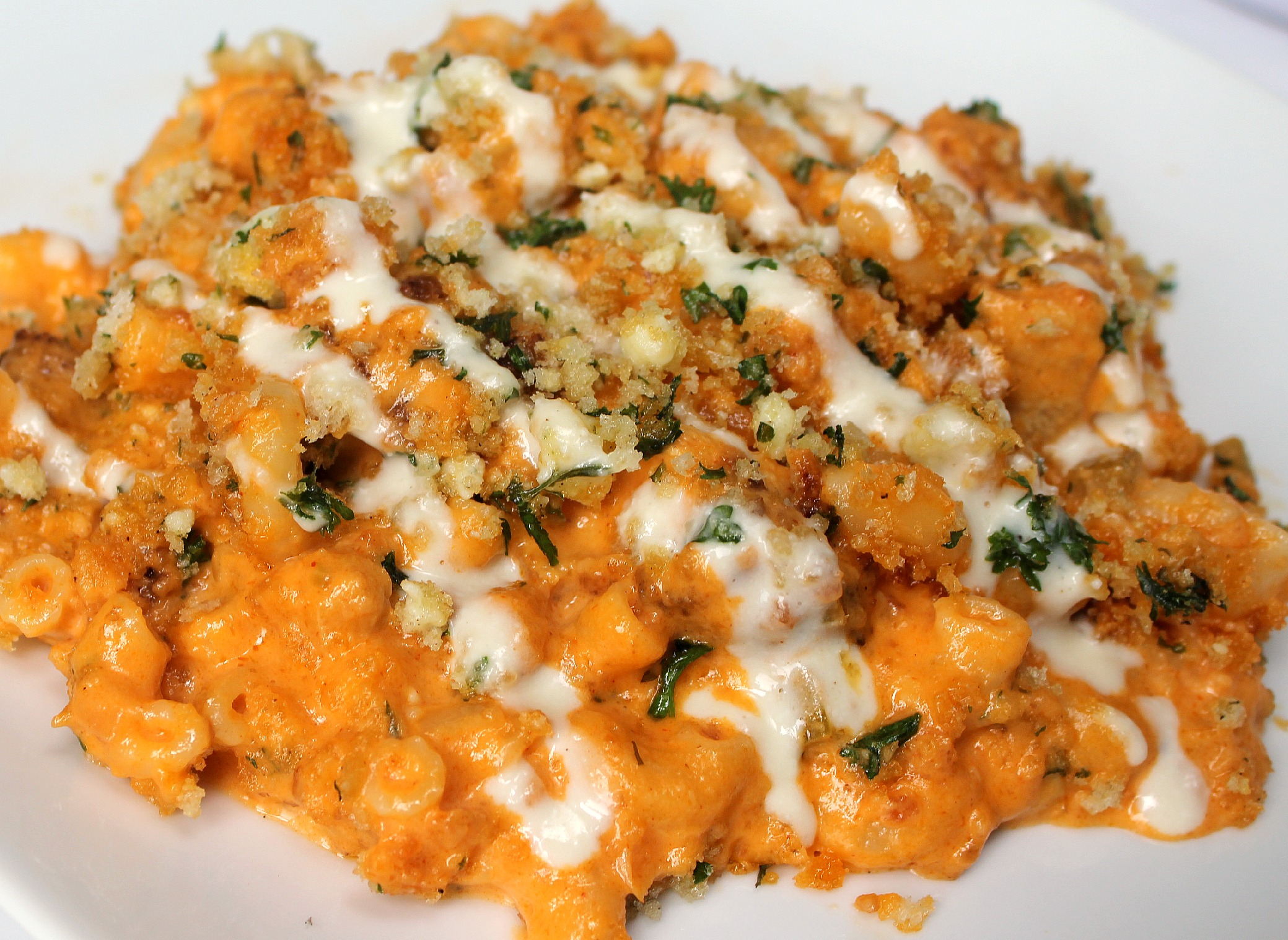 Follow this step by step Buffalo Chicken Macaroni and Cheese. YUM.
