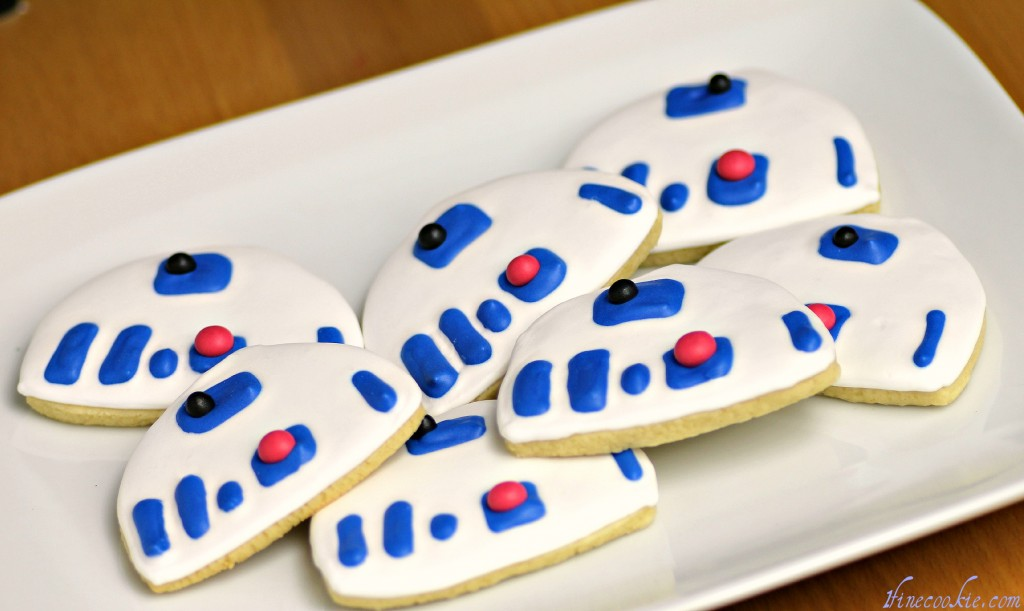 Light Saber and Star Wars Cookies r2d2 r2-d2 cookies