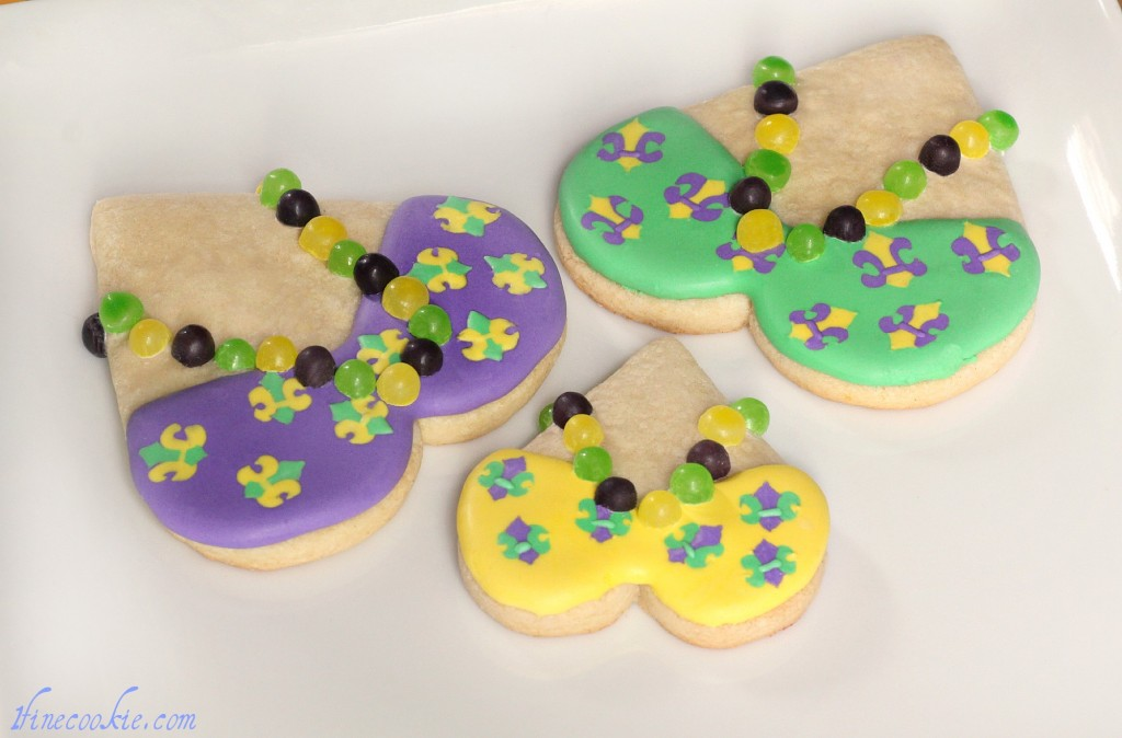 mari gras cookies green purple yellow beads heart candy necklace icing sugar cookie recipe tutorial how to