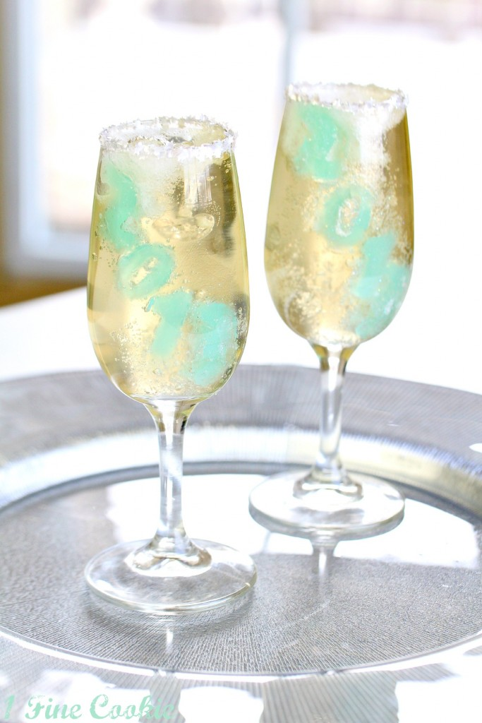 Champagne Jello Shots by 1 Fine Cookie , champagne jello shots, 2013, champagne, new years recipes, jello shots, sparkling, drink, cider, soda, blue, yellow, gold, dessert, stars, glitter, edible, new years drinks, drinks,