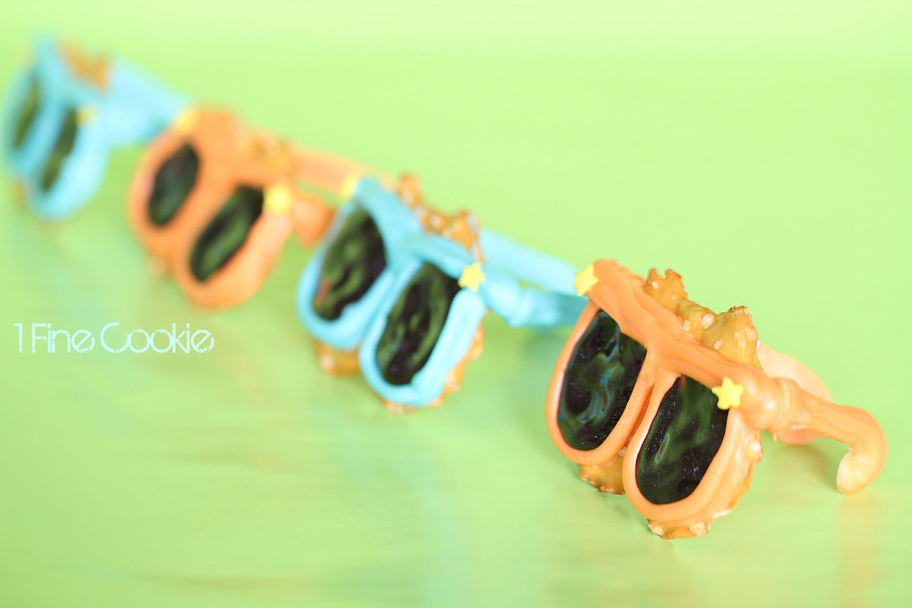 Chocolate Sunglass Pretzels by 1 Fine Cookie, chocolate, covered, sunglasses, pretzels, pretzel crisps, cupcake, topper, neon, bright, summer, bbq, cookout, ideas, party, candy, melts, black, glitter, icing, white, cute, kid, friendly, recipe, fun, project, dessert, table, 4th, july, independence, day, food, porn, star, sprinkles, orange, blue, green, purple, magenta, pink, frosting, piping, birthday, teenager, hollywood, glasses, oscars, 3d, 3 dimensional, cake, salty, labor, day, memorial, weekend, tye, die, dye, colorful, cake stand,
