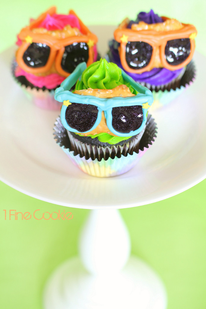 Summer Sunglasses Pretzel Cupcakes by 1 Fine Cookie, chocolate, covered, sunglasses, pretzels, pretzel crisps, cupcake, topper, neon, bright, summer, bbq, cookout, ideas, party, candy, melts, black, glitter, icing, white, cute, kid, friendly, recipe, fun, project, dessert, table, 4th, july, independence, day, food, porn, star, sprinkles, orange, blue, green, purple, magenta, pink, frosting, piping, birthday, teenager, hollywood, glasses, oscars, 3d, 3 dimensional, cake, salty, labor, day, memorial, weekend, tye, die, dye, colorful, cake stand,
